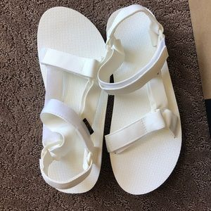 NEW in boX Tevas